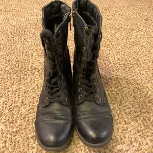 Shoes - Black combat boots with side zip 6.5